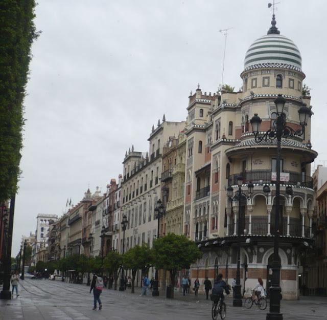 via nel centro storico di Siviglia