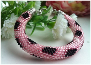 http://www.diyjewelrymaking.com/16-strands-beaded-kumihimo-pattern-pink-black-by-elena-komina/