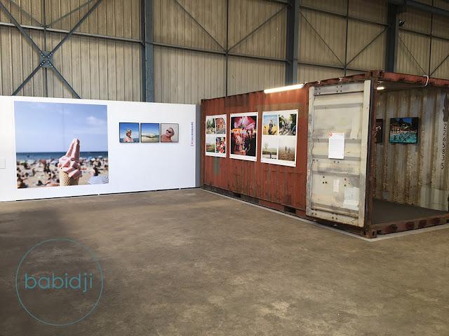 Containers dans un entrepôt où sont exposées les photos la France vue d'ici au festivale Images Singulières à Sète