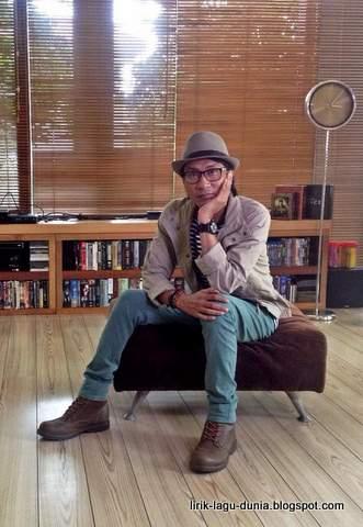 Foto terbaru penyanyi Lobow