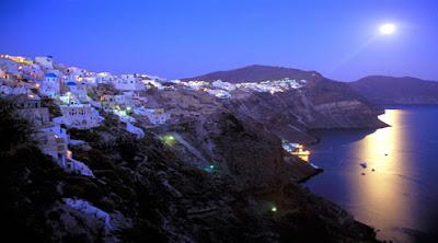 . Santorini (Yunani)