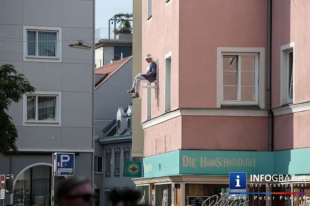 ,Grazer Innenstadt Idylle,hochsommerliche Temperaturen,Stuhl,Ausspannen,Platz,hoch über dem Geschehen,neuralgische Grazer Altstadt-Szenerien