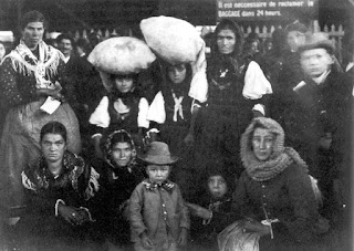Those Who Can See Governments Are Us - 31 ellis island immigrant photos 100 years ago perfectly depict american diversity