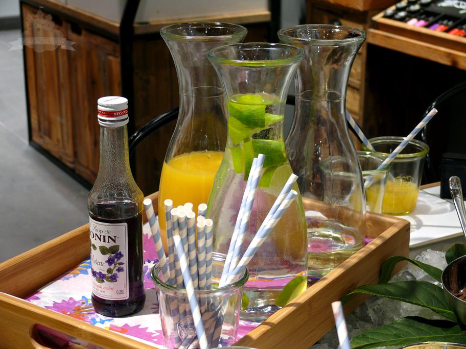 Lush SCS VIP Eröffnung Getränke Veilchensekt