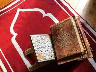 سجادة الصلاة في المنام (الحمراء والزرقاء للعزباء والمتزوجة) بالتفصيل
