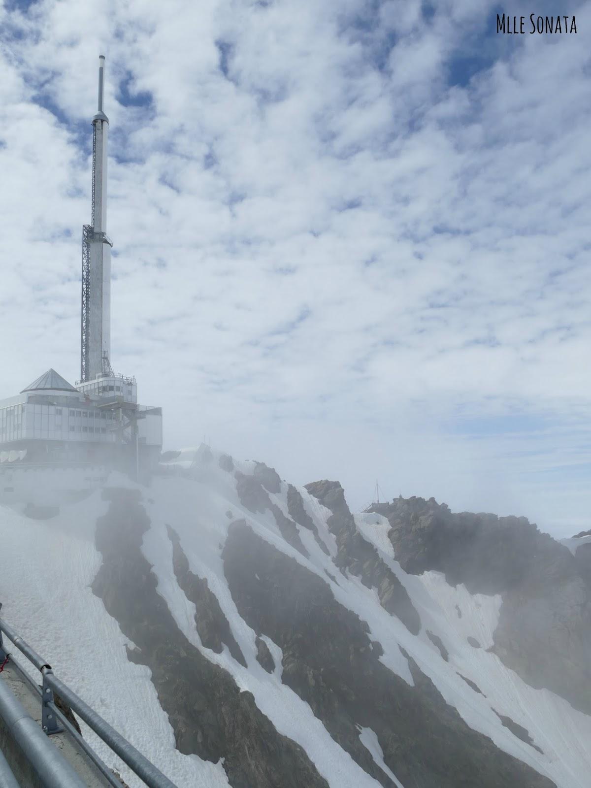 Pic du Midi dans les nuages