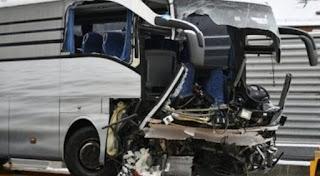 تحطم حافلة متوجهة من جينوفا الإيطالية نحو ألمانيا بسبب الثلوج وقتلى وجرحى بينهم عدد كبير من المهاجرين