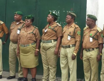 A Provost In Ikoyi Lagos Prison caught Selling Cocaine