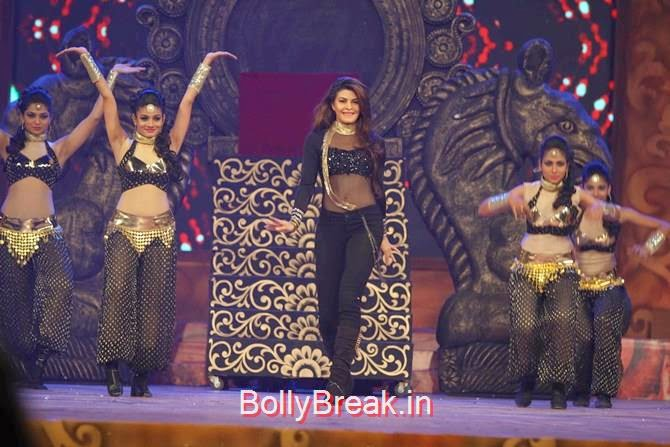Jacqueline Fernandez, Katrina,  Shah Rukh, Priyanka, Deepika At Umang 2015