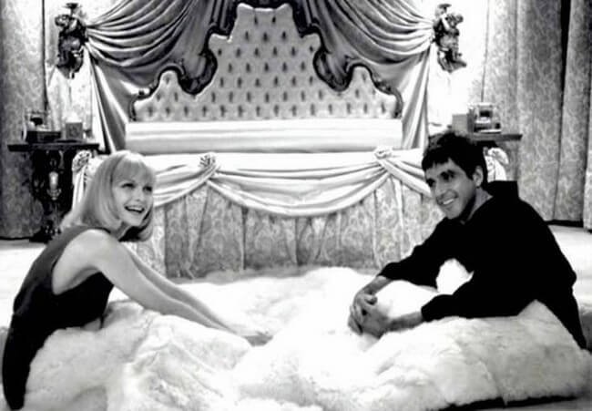 60 Iconic Behind-The-Scenes Pictures Of Actors That Underline The Difference Between Movies And Reality - Don't remember Scarface ever being in such a chipper mood.