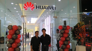 Huawei Opens First Experience Store in Mall of Asia