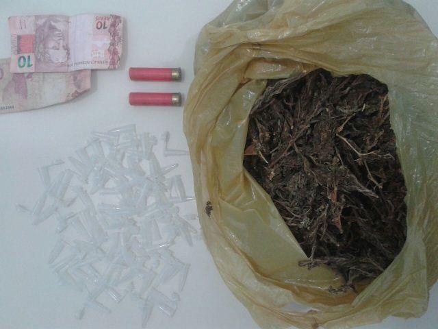Polícia prende assaltante e apreende drogas em Itatim