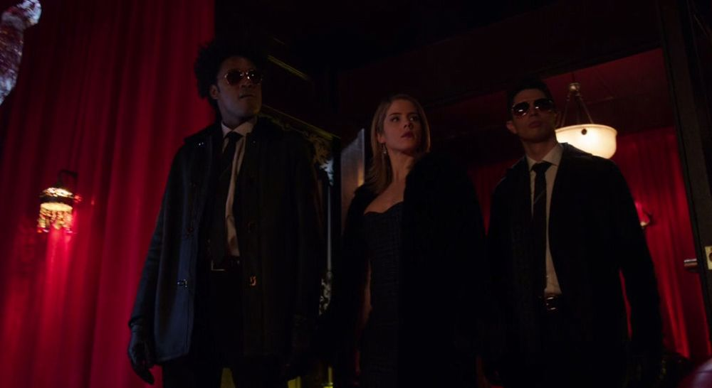 Curtis, Felicity y Rory en Rusia
