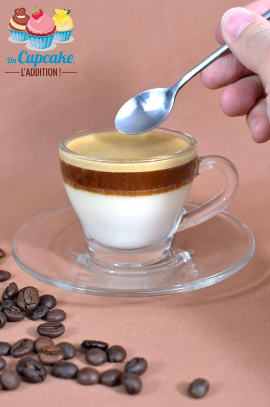 Panna Cottas Chocolat Blanc & Expresso : ultra simple, ultra rapide et tout en contraste.