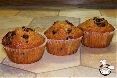Muffin alla banana e cioccolato.