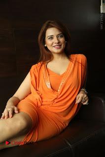 Actress Saloni Aswani Pos in Short Dress at Meelo Evaru Koteeswarudu Movie Interview  0170.JPG