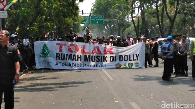 Polemik Gugatan Warga Eks Dolly, Risma: Bunuh Saya Biar Selesai