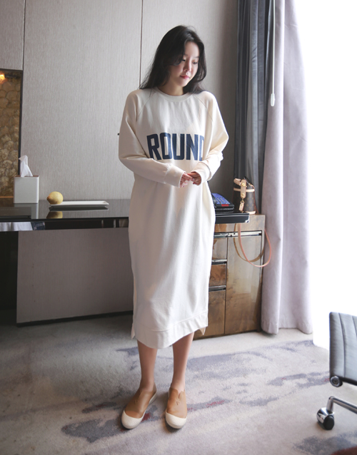 ROUND Print Slit Sweatshirt Dress