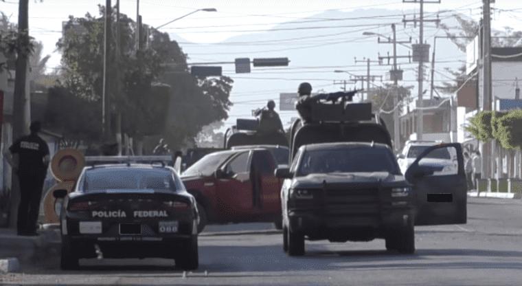 Ejército aseguró vehículos, armas y granadas en Guamúchil