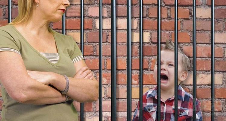 Seorang Wanita Ditangkap karena Merantai Anaknya Setiap Hari