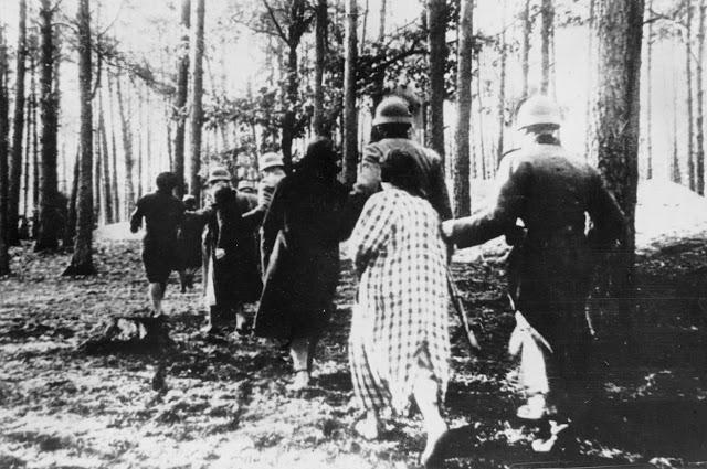 German soldier lead Polish women to their execution site