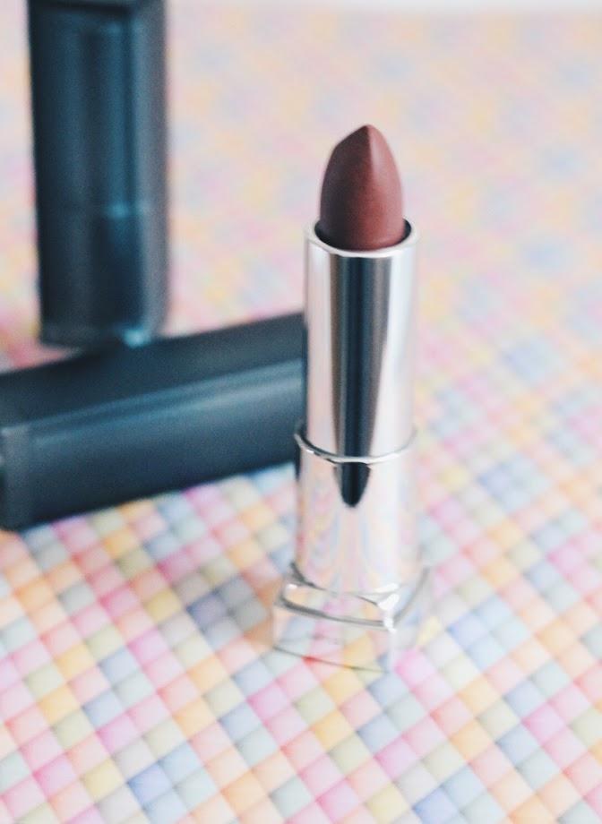 photo-labios-nude-mate-maybelline-color-sensational-brown-sugar-lips