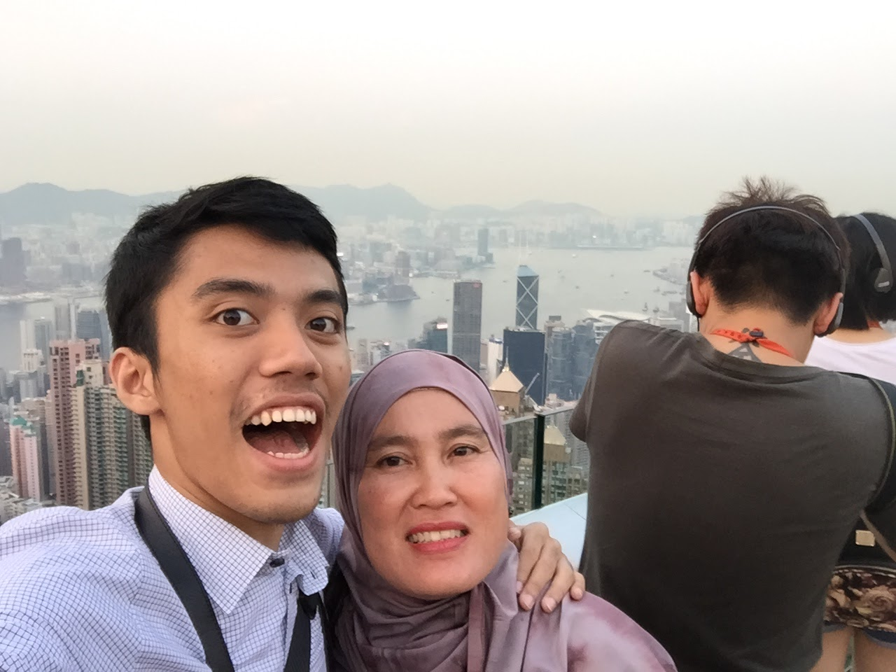 Graduation Trip Surprise Holiday for Mama to Singapore and Hong Kong the peak