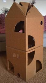 fabriquer un arbre chat cabane chat fabriqu e avec deux cartons. Black Bedroom Furniture Sets. Home Design Ideas