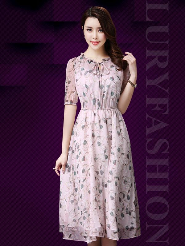 Với cô nàng chân ngắn, hãy chọn kiểu váy đầm dáng xòe để đôi chân dài hơn