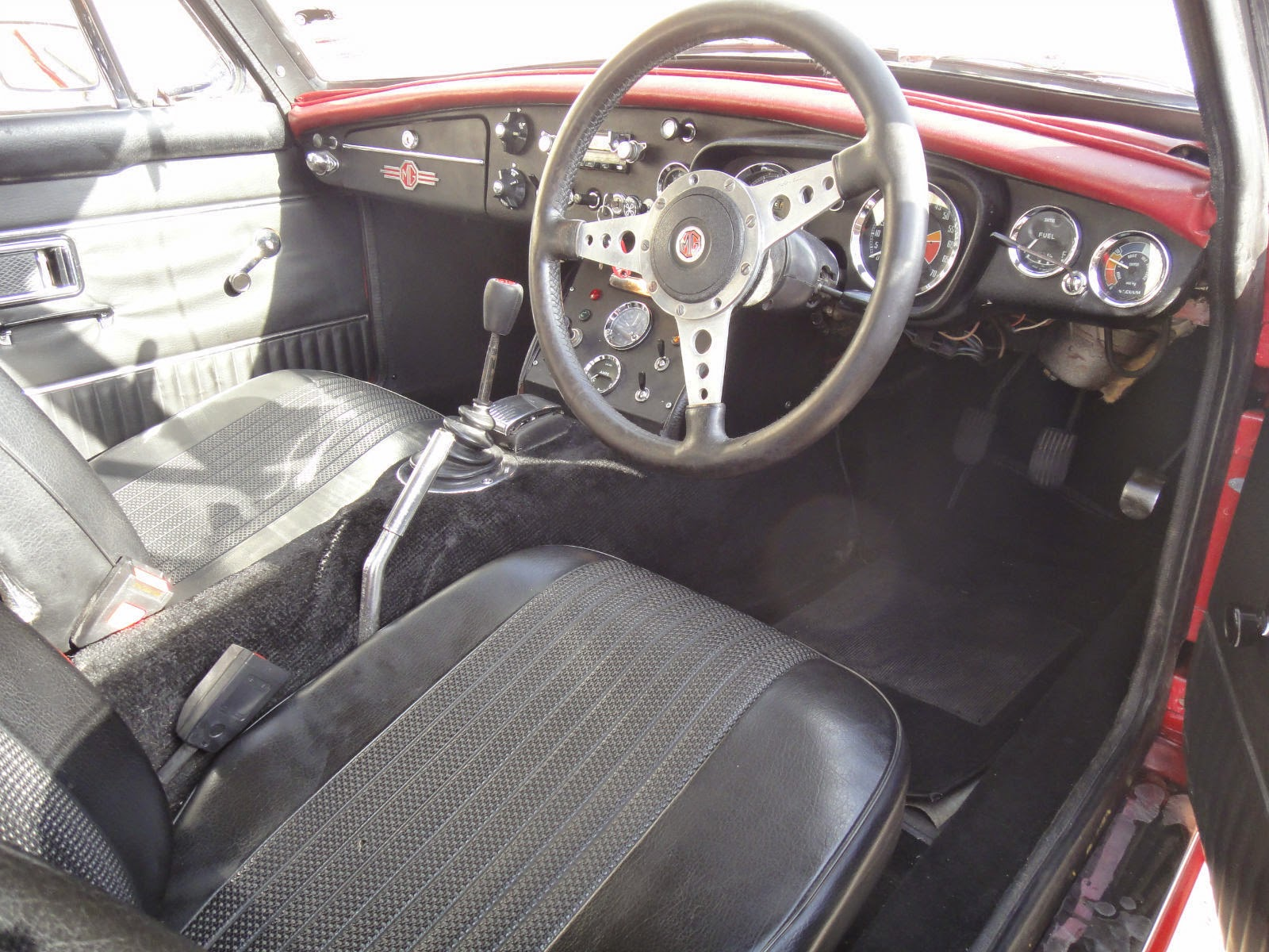 1970 mg mgb gt comes with chrome wire wheels