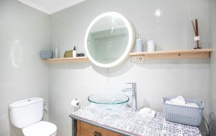 Decoraci n f cil 7 pasos para renovar tu ba o sin obras for Como modernizar un dormitorio clasico
