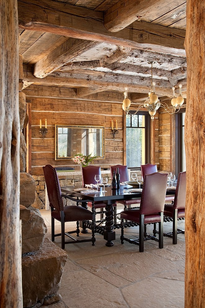 Niesamowity dom z bali w Montanie, wystrój wnętrz, wnętrza, urządzanie domu, dekoracje wnętrz, aranżacja wnętrz, inspiracje wnętrz,interior design , dom i wnętrze, aranżacja mieszkania, modne wnętrza, styl klasyczny, styl rustykalny, dom drewniany, chata w górach, jadalnia