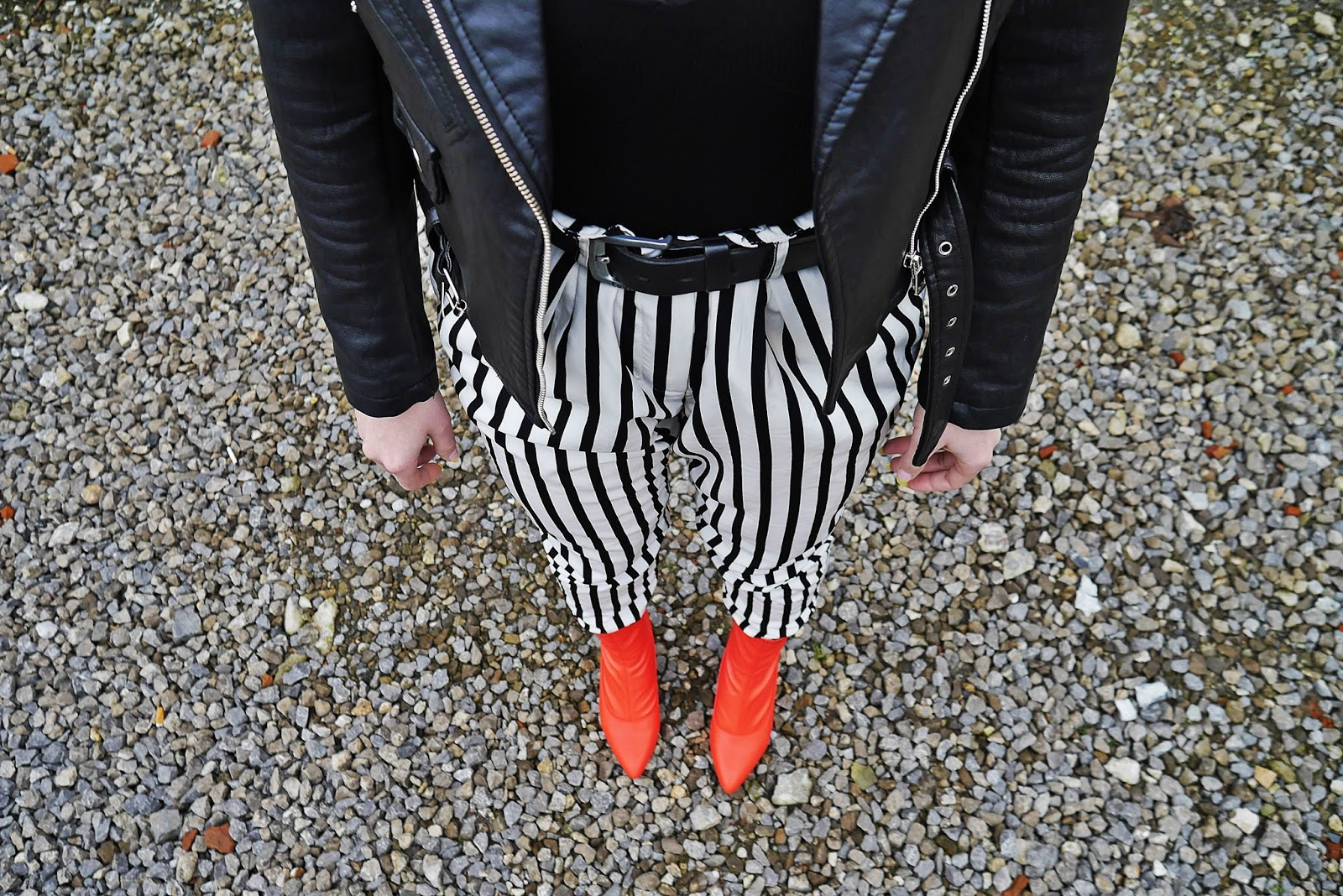 7_leather_biker_jacket_stripes_pants_karyn_blog_modowy_040418as