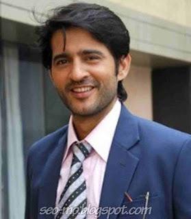 Foto Hiten Tejwani pemeran Manav dewasa