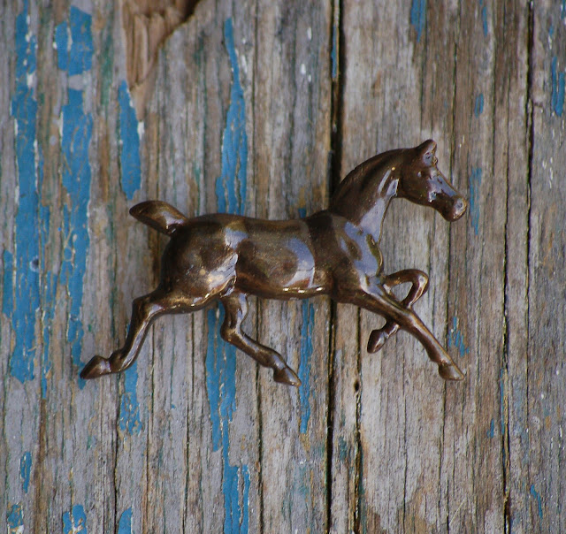 https://www.etsy.com/listing/239638800/horse-tie-pin-western-lapel-pin-brooch?ref=shop_home_active_6&ga_search_query=tie%2Bpin