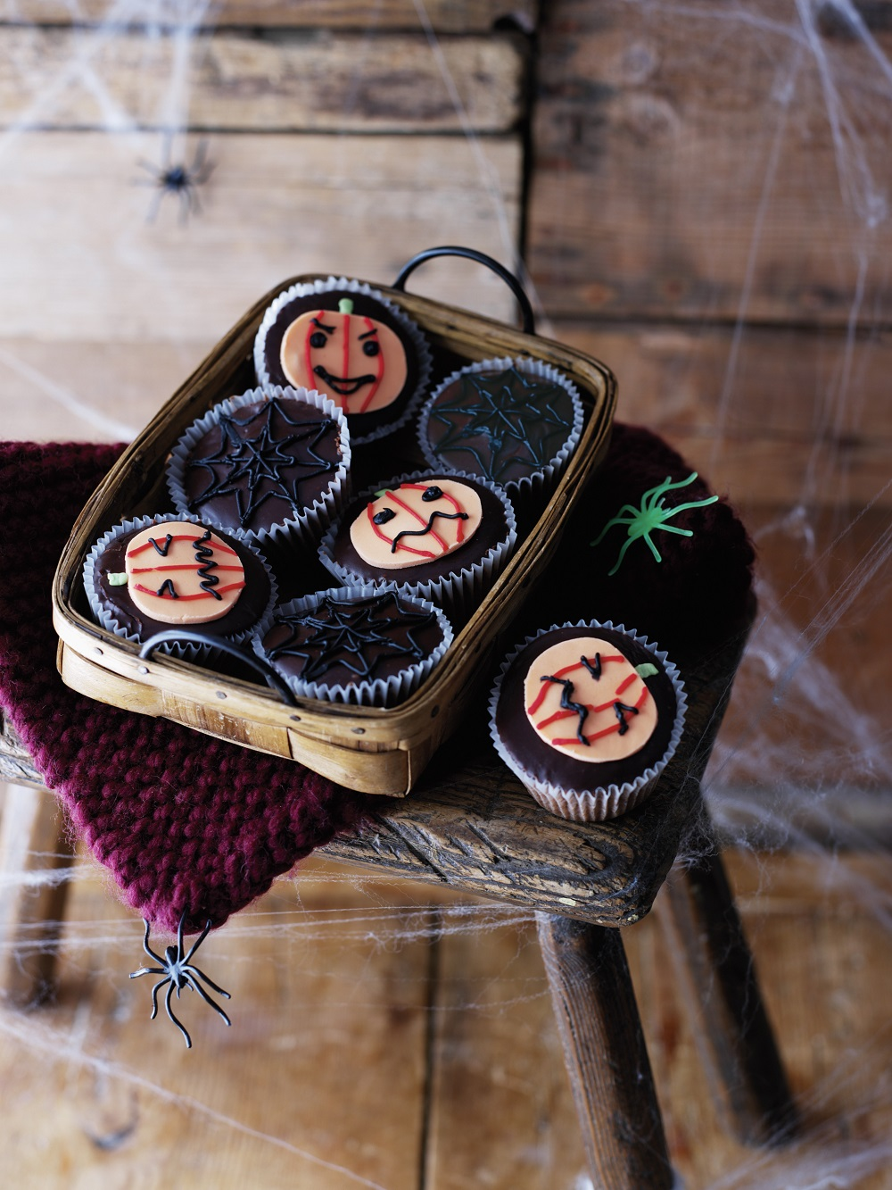 Halloween Cupcakes With Chocolate Fudge Icing