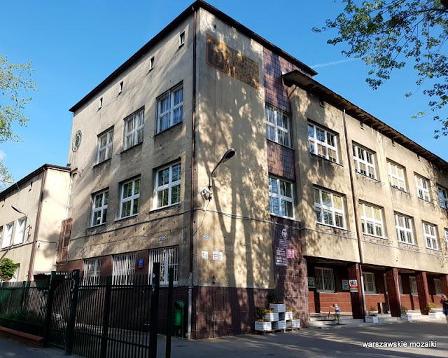 Warszawa Warsaw Wola szkoła powszechna przedwojenna ślady po kulach dziury po pociskach