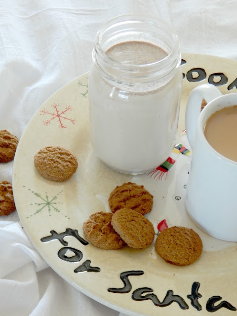 Homemade Gingerbread Coffee Creamer + Cuisinart Coffeemaker Giveaway...this is the flavored coffee creamer of the holiday season!  Tasting just like a gingerbread cookie, full of cinnamon, ginger, nutmeg and more - make a jar for the month of December! (sweetandsavoryfood.com)