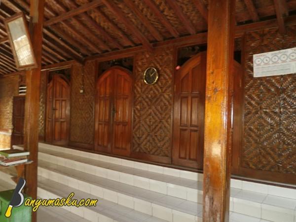 https://i2.wp.com/3.bp.blogspot.com/-c1lLUb0-VPQ/WZwqgge5pBI/AAAAAAAAGWo/mzOdI8nkkiUjbJxkR3P2iLsAfV3brv9aQCLcBGAs/s640/foto-masjid-saka-tunggal.JPG?w=640&ssl=1
