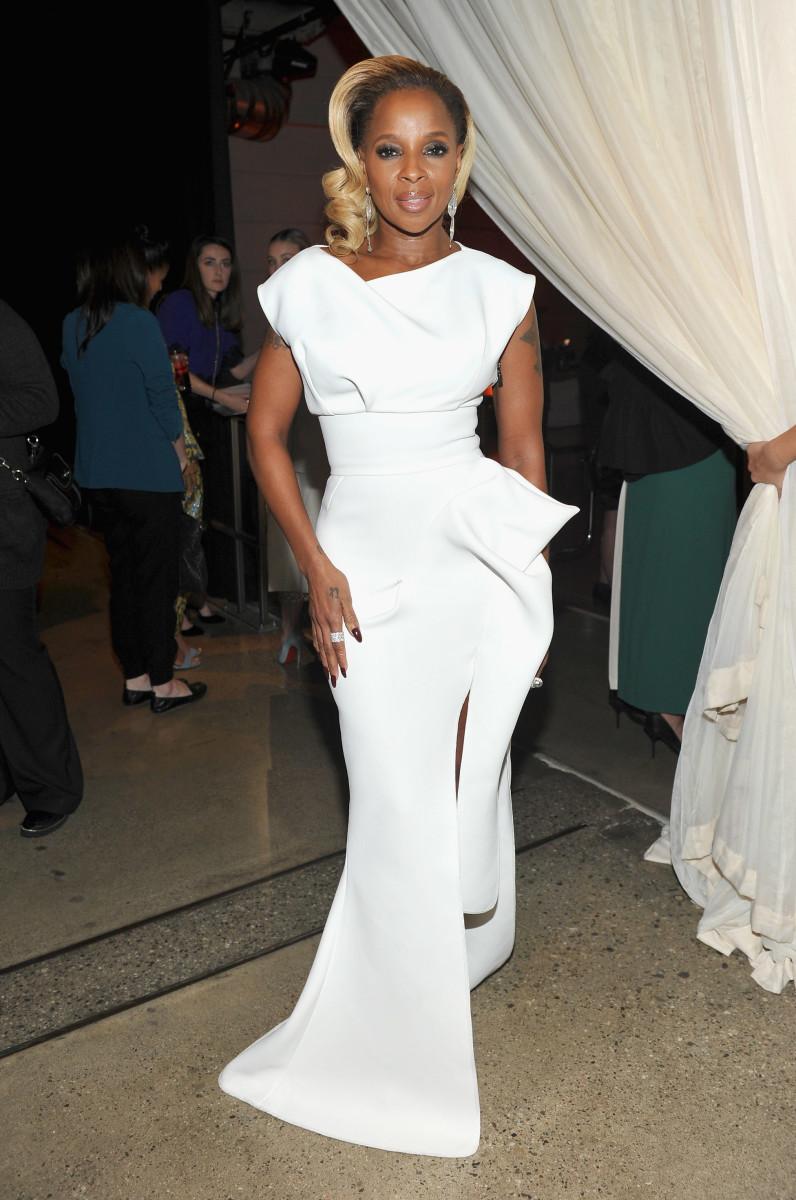 Con tu vestido blanco de gala