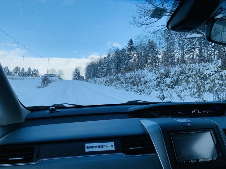 越往山上路面積雪就越多