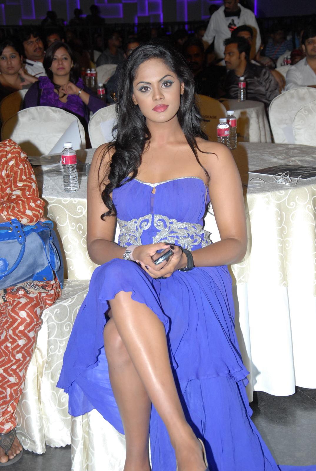 Karthika nair latest sexy pics in blue