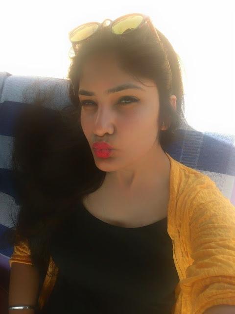 Hot Delhi Babe Nude Masturbating Selfies