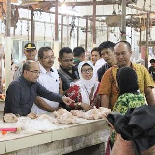 Menjelang  PEMILU 2019, KPPU KPD Balikpapan  Bersama Satgas Pangan  Sidak Pasar.