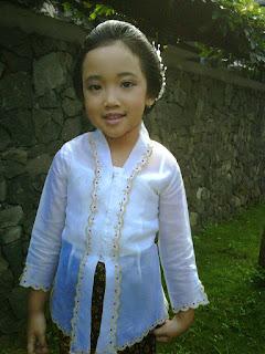 Contoh Kebaya Anak Perempuan untuk Hari Kartini Model Klasik