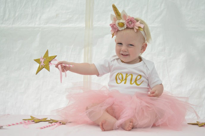 unicorn themed first birthday party, unicorn baby outfit, unicorn baby
