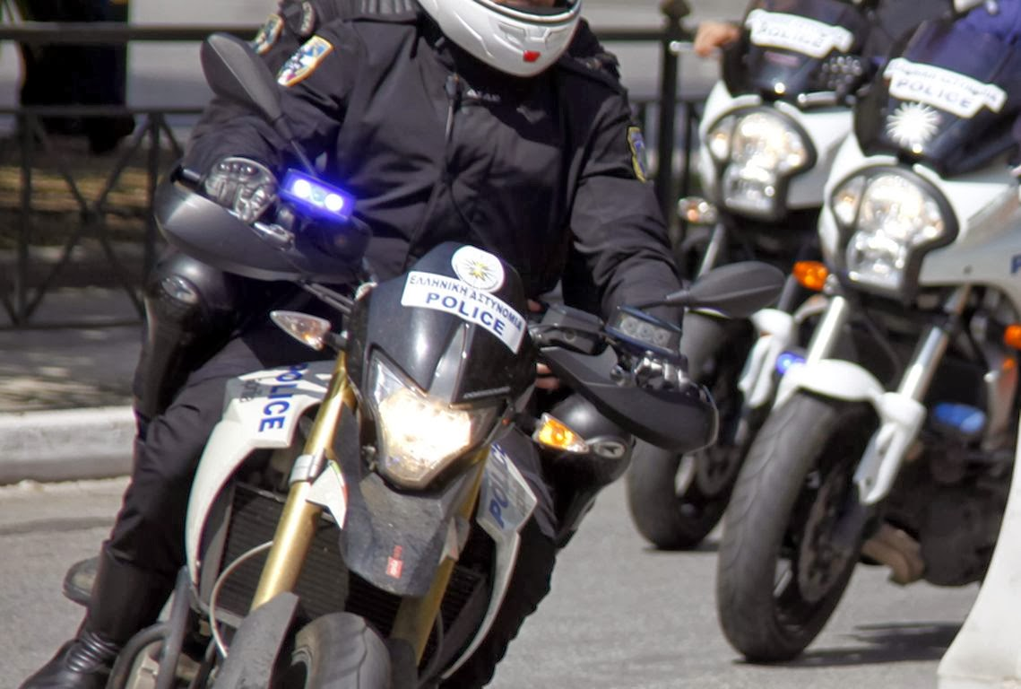 Αστυνομική καταδίωξη έξω από την κεντρική πύλη του ΤΕΙ Αθηνών