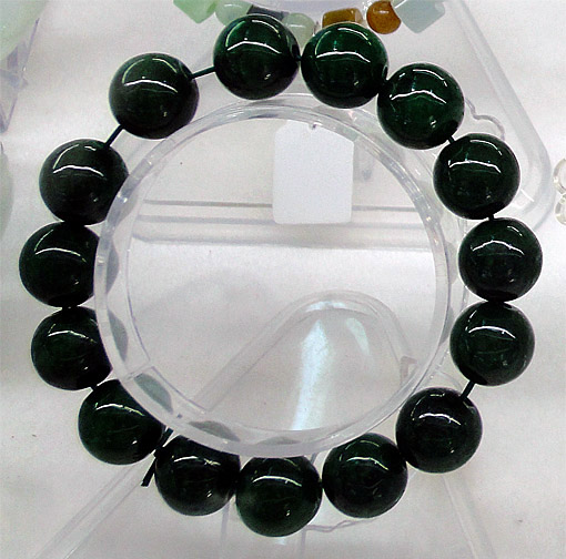 Beaded black jade jewelry in a Bogyoke Market Shop