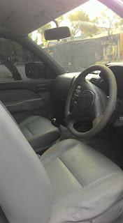 Mobil Ford Ranger Dobel Cabin Tahun 2010 tampak dalam