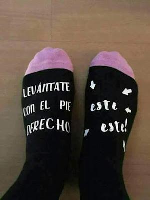 Levántate con el pie derecho, este, este, calcetines